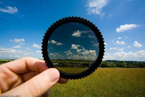 Güneş gözlüklerinde UV ve polarize filtre nedir